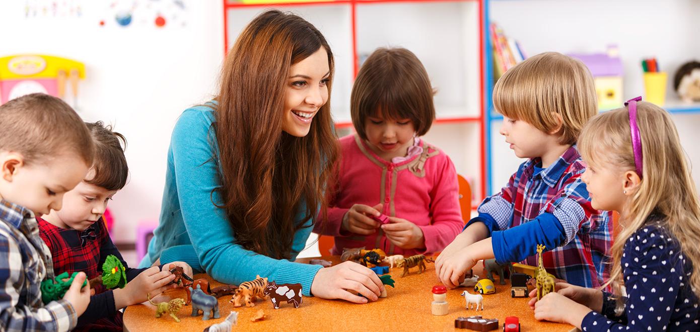 Auxiliar de Educação Infantil e Babysitting